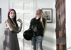 Hot chick Joanna Angel and other ladies behind the scenes