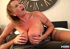 Extra vollbusige Laura Orsoia gibt Tittenjob mit ihren TITANIC BOOBS