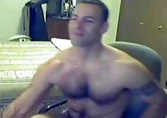 Solo body builder wanking on cam