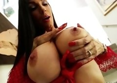 Mellow dusky MILF Diamond Foxxx featuring hot sex action ending with cumshot
