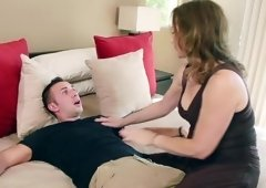 Step-mom gets her shaved cunt eaten out