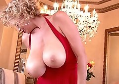 Messy masturbation session for stunning blonde Kelly Madison