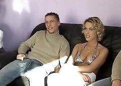 Gang Bang et sodo pour jolie blonde