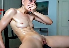 Shameless Shaved Camwhore Plays With Her Poon