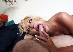 Bimbo cougar gets the young dude to bang her pussy