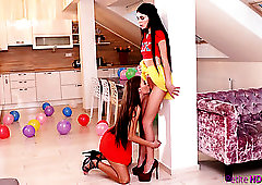 Long legged alluring lesbian Kate Rich enjoys some good facesitting