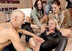 Hardcore glamorous porn star orgy with Bella Bereta and Coco Del Mal