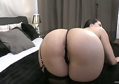 Big bottomed hooker Kira Queen rides a dick after a steamy blowjob session