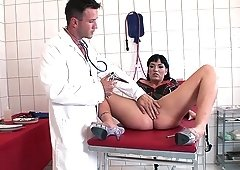 Gynecologist playing with the quivering pussy of Janice King