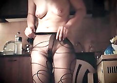 Nude mature lady wearing her pantyhose
